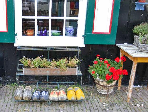 Zuecos en una casa de Marken - Edam