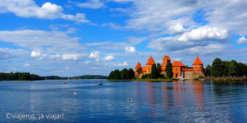 Trakai. Vista del castillo y el lago