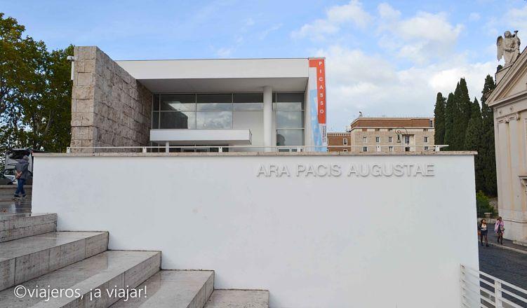 Entrando en el museo Ara Pacis Roma