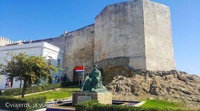 TARIFA. Murallas y castillo